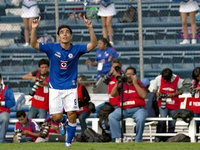 Omar Bravo continued improving in scoring in his second consecutive game.  Foto: Mexsport