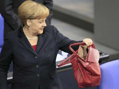 German Chancellor Angela Merkel arrives for a session of the lower house of parliament Bundestag in Berlin November 9, 2012. Foto: Tobias Schwarz / Reuters