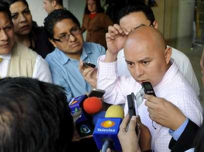 Enrique Cuacuas, padre del menor Hendrik, quien recibió un disparo de arma de fuego en el interior de una sala cinematográfica en Ciudad de México, habla ante la prensa. Foto: EFE en español