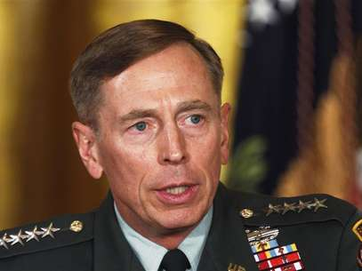 Then U.S. Army Gen. David Petraeus talks at an event in the East Room of the White House in this April 28, 2011 file photo during U.S. President Barack Obama's announcement that then CIA Director Leon Panetta would be nominated as Secretary of Defense. Foto: Larry Downing / Reuters