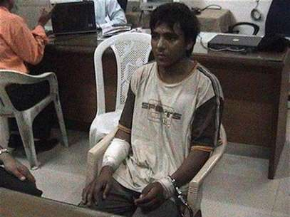 Mohammed Ajmal Kasab, the lone surviving member of the 10-man group which attacked several Mumbai landmarks, is seen at an undisclosed location under police custody in this undated video grab shown by CNN IBN Television channel since February 3, 2009. Foto: CNN IBN / Reuters