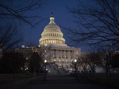 Darkness sets in over the U.S. Capitol building hours before U.S. President Barack Obama is set to deliver his State of the Union address to a joint session of Congress on Capitol Hill in Washington January 24, 2012. Foto: Jonathan Ernst / Reuters