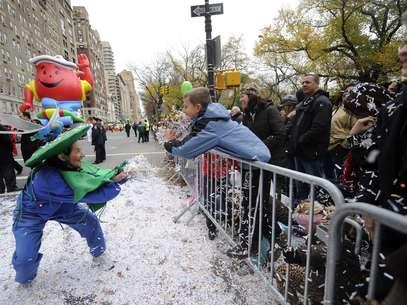 The New York Post informó que había trozos de papel que volaban en el desfile que contenían números de seguridad social, nombres de detectives y detalles relacionados con el acto de la campaña de Romney. Foto: AP