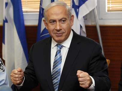 Israel's Prime Minister Benjamin Netanyahu gestures during his visit to the police headquarters in Jerusalem November 22, 2012. Foto: Gali Tibbon / Reuters
