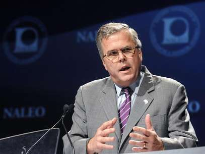 Former Florida Governor Jeb Bush addresses the National Association of Latino Elected and Appointed Officials Annual Conference in Lake Buena Vista, Florida, June 21, 2012. Foto: David Manning / Reuters