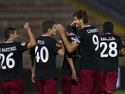 Llorente celebra con sus compañeros del Athletic su gol ante el Hapoel Tel Aviv en Europa League Foto: EFE