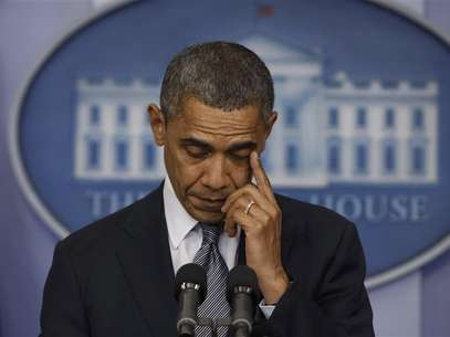 U.S. President Barack Obama wipes a tear as he speaks about the shooting at Sandy Hook Elementary School in Newtown, Connecticut, during a press briefing at the White House in Washington December 14, 2012. Foto: Larry Downing / Reuters