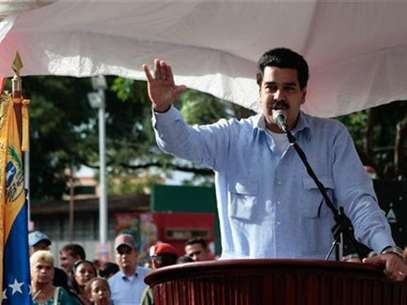 Venezuelan vice president Nicolas Maduro reads a statement about President Hugo Chavez's health condition in Guarico, in this Miraflores Palace handout photo, taken December 20, 2012. Foto: Handout / Reuters