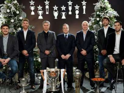 Florentino, Mourinho and the team's captains show off their holiday spirit.  Foto: Terra