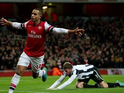 Walcott found the net three times in Arsenal's 7-3 win over Newcastle. Foto: AP in English