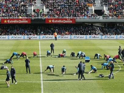 El Miniestadi estuvo repleto de jóvenes que prescenciaron la práctica de los culés Foto: EFE en español