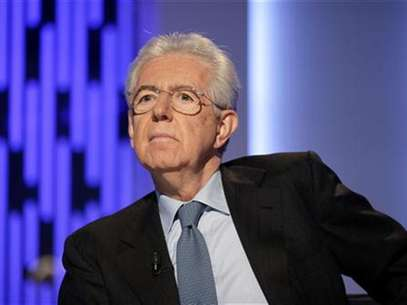 "Italy's outgoing Prime Minister Mario Monti poses before the taping of the talk show ""Otto e mezzo"" (Eight and a half) at La7 television in Rome January 4, 2013. Foto: Max Rossi / Reuters"