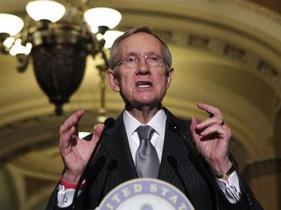 "Senate Majority Leader Harry Reid (D-NV) speaks to the media about the ""fiscal cliff"" on Capitol Hill in Washington December 18, 2012. Foto: Yuri Gripas / Reuters"