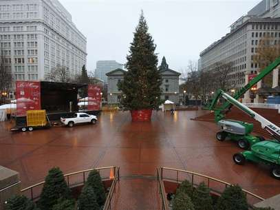 The Christmas tree, target of Somali-born Osman Mohamud, is seen in Pioneer Courthouse Square in Portland, Oregon, November 27, 2010. Foto: Steve Dipaola / Reuters