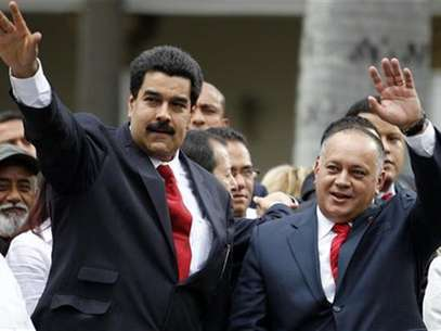 Venezuelan Vice President Nicolas Maduro (L) arrives with National Assembly President Diosdado Cabello during the assembly inauguration in Caracas January 5, 2013. Foto: Carlos Garcia Rawlins / Reuters