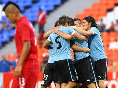 Uruguay easily topped 10-man Peru. Foto: AFP