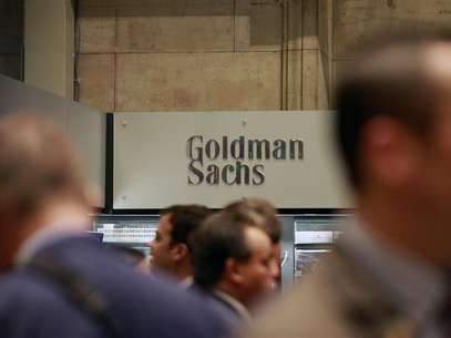 Traders work on the floor of the New York Stock Exchange near the Goldman Sachs stall July 16, 2010. Foto: Brendan McDermid / Reuters