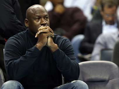 Could Michael Jordan be trading in a suit for an NBA jersey soon? Foto: Getty