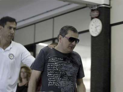 Mauro Hoffman (R), who is one of the owners of the Boate Kiss nightclub, is pictured after turning himself in at the police station in the southern city of Santa Maria, 187 miles (301 km) west of the state capital Porto Alegre, January 28, 2013. Foto: Stringer (BRAZIL - Tags: DISASTER CRIME LAW TPX IMAGES OF THE DAY) / Reuters
