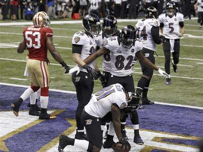 Baltimore Ravens wide receiver Anquan Boldin celebrates his touchdown with teammates Torrey Smith (82), and Dennis Pitta (88) against the San Francisco 49ers during the first quarter in the NFL Super Bowl XLVII football game in New Orleans, Louisiana, February 3, 2013. Foto: Jim Young / Reuters