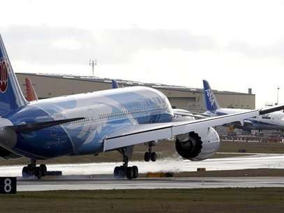 The Boeing 787 lands in Everett, Washington travelling with crew only from Fort Worth, Texas February 7, 2013. Foto: Kevin P / Reuters