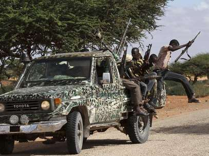 Fighters from the moderate Ahlu Sunna forces arrive at a road checkpoint outside Mareergur town, 30 km (19 miles) to the north of Dhusamareeb, in central Somalia December 17, 2012. Foto: Feisal Omar / Reuters