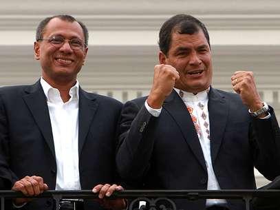 Rafael Correaproclamó su arrasadora victoriaante miles de partidarios frente a la casa de gobierno en Quito. Foto: AP