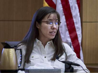 Jodi Arias testifies during her murder trial in Maricopa County Superior Court in Phoenix, Arizona February 19, 2013. Foto: Charlie Leight / Reuters