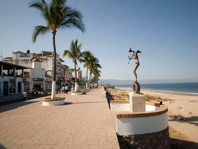Los viajeros de negocios podrán ir y regresar el mismo día con la modalidad VoyVuelvo. En la foto, el malecón de Puerto Vallarta. Foto: Turismo de Puerto Vallarta