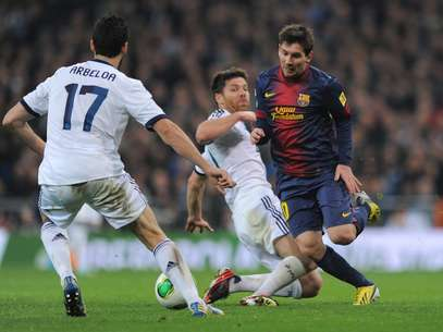 Arbeola and Xabi folowed Messi throughout the first leg. Foto: Getty Images