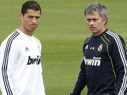 Cristiano Ronaldo y Mourinho, durante un entrenamiento Foto: Terra