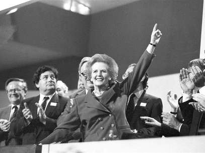 Then British Prime Minister Margaret Thatcher points skyward as she receives standing ovation at Conservative Party Conference in this October 13, 1989 file photo. Thatcher has died following a stroke, a spokesman for the family said. Foto: Stringer / Reuters