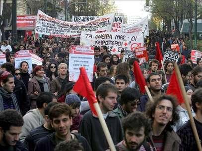 Grecia conmemora 40 años de revuelta estudiantil bajo la sombra de violencia Foto: Agencia EFE / © EFE 2013. Está expresamente prohibida la redistribución y la redifusión de todo o parte de los contenidos de los servicios de Efe, sin previo y expreso consentimiento de la Agencia EFE S.A.