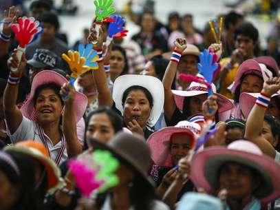 Manifestantes antigubernamentales se reúnen el domingo durante un mitin cerca de la sede de Gobierno en la capital tailandesa. Foto: Athit Perawongmetha / Reuters