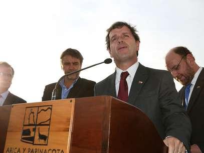 El ministro de Economía Félix de Vicente, tras la reunión con los pescadores artesanales en Arica. Foto: UPI