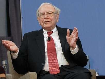 El inversor multimillonario Warren Buffett dijo el sábado que planea hacer grandes adquisiciones para expandir su conglomerado Berkshire Hathaway Inc, que reportó una ganancia récord para 2013 gracias a una recuperación de la economía estadounidense. Detroit, 26 de noviembre de 2013. Foto: Rebecca Cook / Reuters