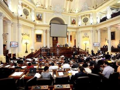 La Mesa Directiva del Congreso, encabezada por su presidente César Zumaeta Flores. Foto: Andina