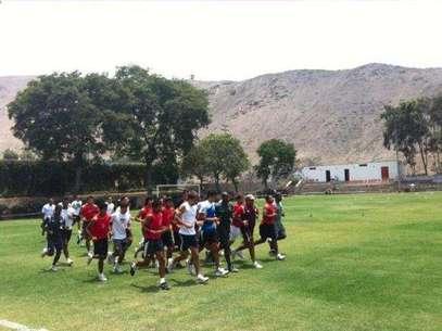 Universitario entrenó en Surco. Foto: Twitter @Universitario