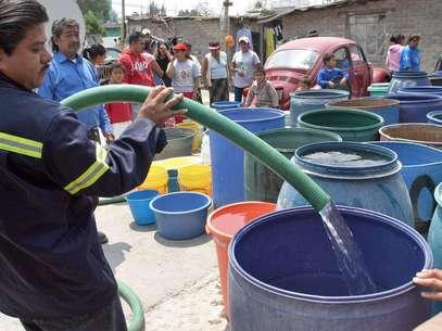 La delegación prepara una flotilla de 34 pipas para distribuir agua Foto: Notimex (archivo)