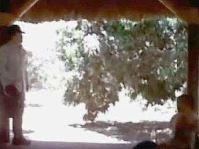 """El personaje a la izquierda de la imagen se trataría de """"El Chapo Guzmán"""" Foto: Tomada de YouTube"""