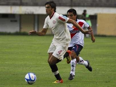 Universitario igualó sin goles ante José Gálvez de Chimbote en el inicio de la cuarta fecha de la Copa Movistar, el duelo se llevó a cabo en el estadio Monumental de Ate que otra vez lució vacio pues aún se juega allí a puerta cerrada Foto: Terra Perú