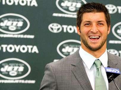 Tim Tebow fue presentado de manera oficial por los Jets de Nueva York Foto: Mike Stobe / Getty Images