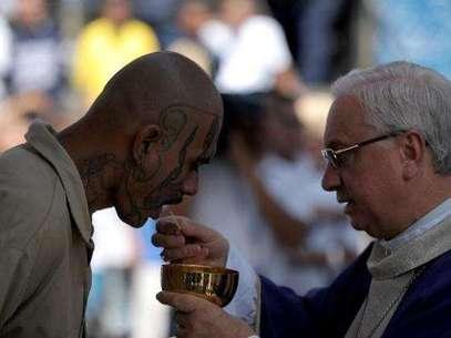 Peligrosos pandilleros asisten a misa en penal salvadoreño. Foto: AFP