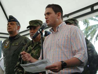 El ministro de Defensa, Juan Carlos Pinzón, destacó la magnífica relación que las fuerzas militares tienen con las comunidades indígenas de Meta y Guaviare. Foto: Mindefensa