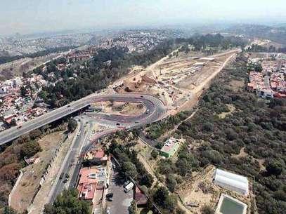 La Secretaría de Obras anunció que aumentaría los trabajadores, los frentes de obra y la maquinaria para cumplir con el plan. Foto: Miguel Fuantos / Reforma