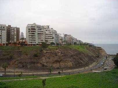 Pese a que estos edificios en el malecón de Miraflores están bien construidos, no quiere decir que el suelo en que el que residen no sea peligroso.  Foto: Difusión
