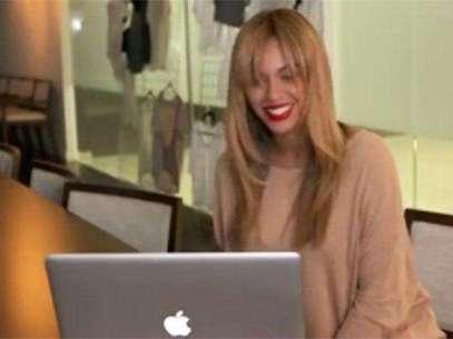 Beyoncé hablando por Skype con un fan Foto: Captura