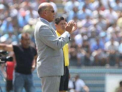 Roberto Mosquera, técnico de Sporting Cristal. Foto: Miguel Ángel Bustamante / Terra Perú