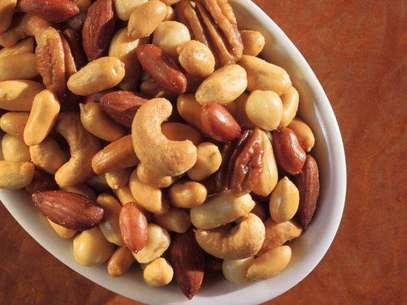 Conoce los beneficios y propiedades de distintas nueces que te favorecerán o perjudicarán en una dieta balanceada y saludable. Foto: Getty Images
