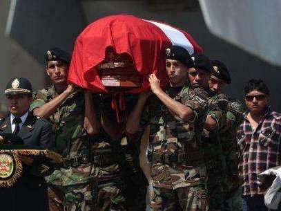 Llegada del cuerpo del suboficial PNP, César Vilca. Foto: Andina